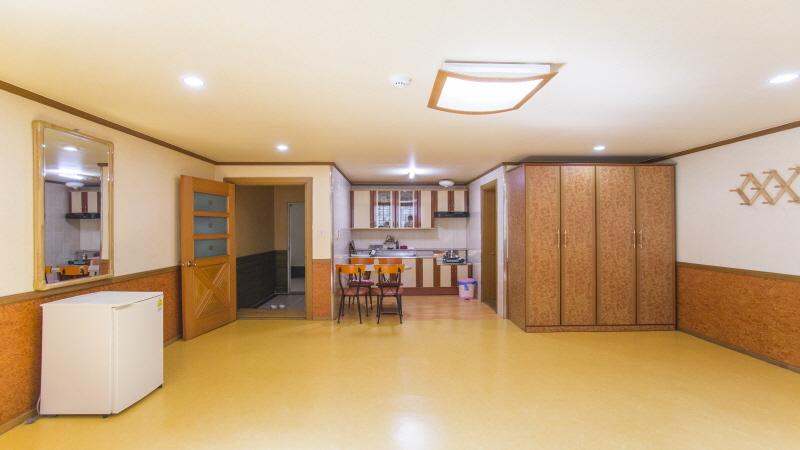 크기변환_소망관 2층 8인실.JPG